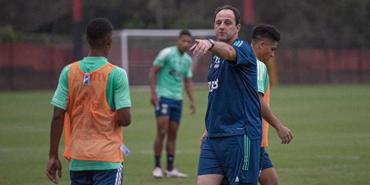 Rogério Ceni  faz ajustes contra Atlético GO já visando confronto da Copa do Brasil