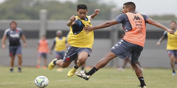 Vasco faz treino intenso para duelo contra Fortaleza