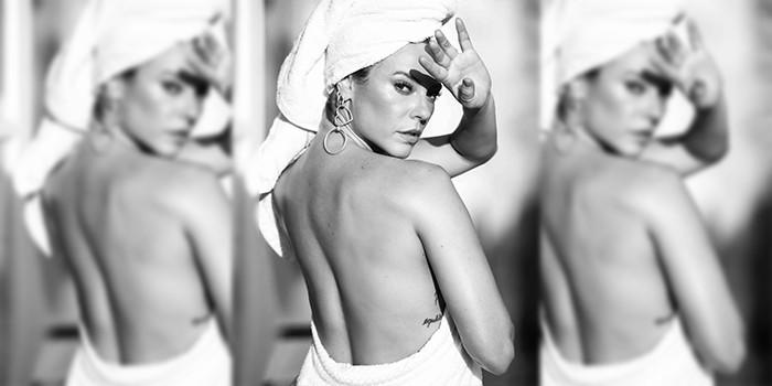 Para animar a sua quarta, Paolla Oliveira posa só de toalha e quase mostra demais