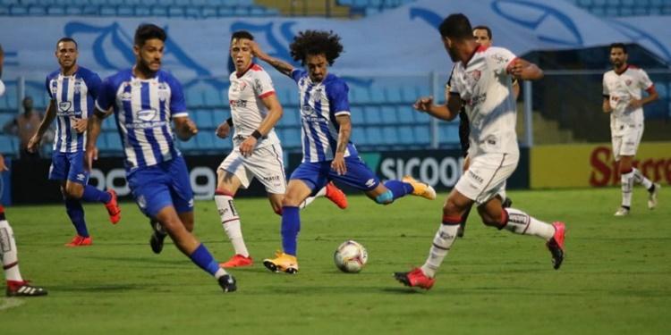 Avaí e Vitória empatam de 2 a 2 pela 34ª rodada do Campeonato Brasileiro