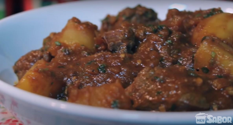 Aprenda a fazer uma saborosa e suculenta Carne de Panela com batata