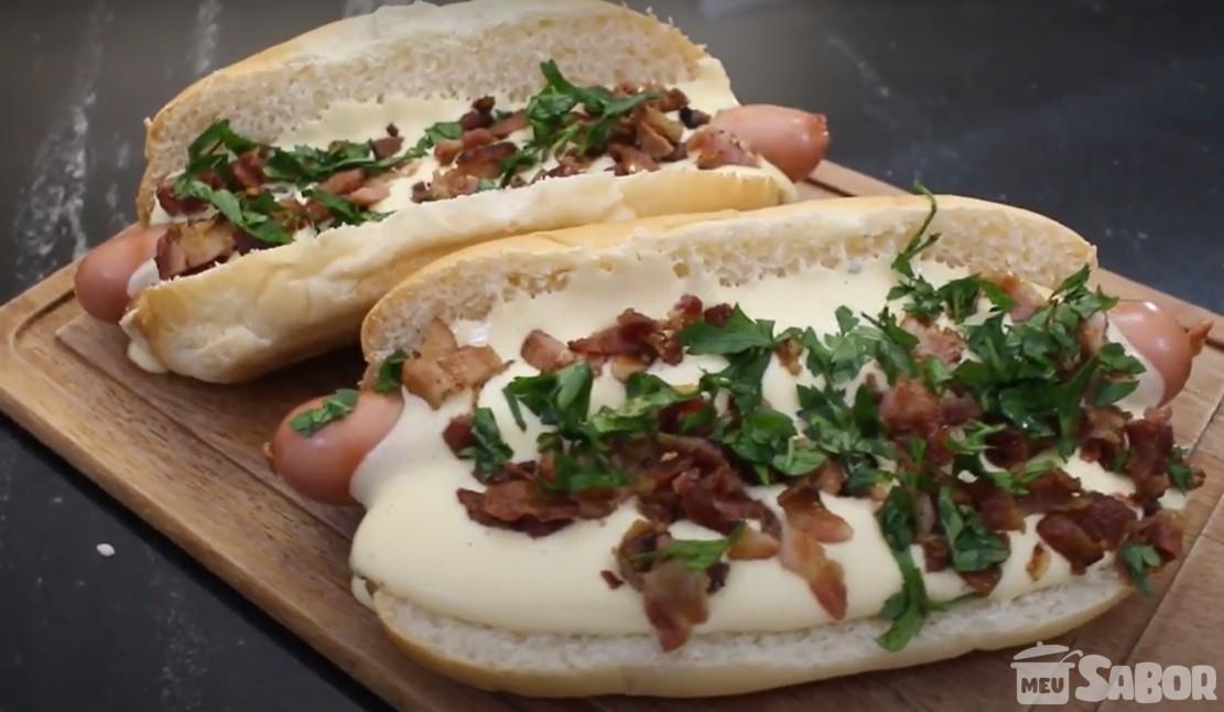 Aprenda a fazer um delicioso Cachorro quente gourmet com creme de queijo e bacon