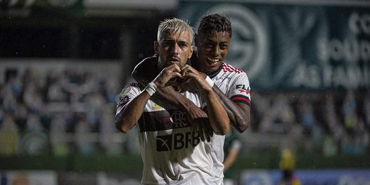 Flamengo se mostra vivo e derrota o Goiás por 3 a 0 fora de casa