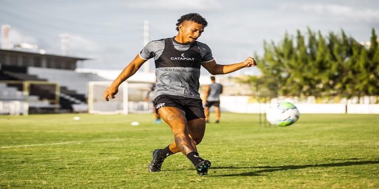 Antes de viagem a Goiânia, Ceará treina nessa terça-feira para enfrentar o Goiás