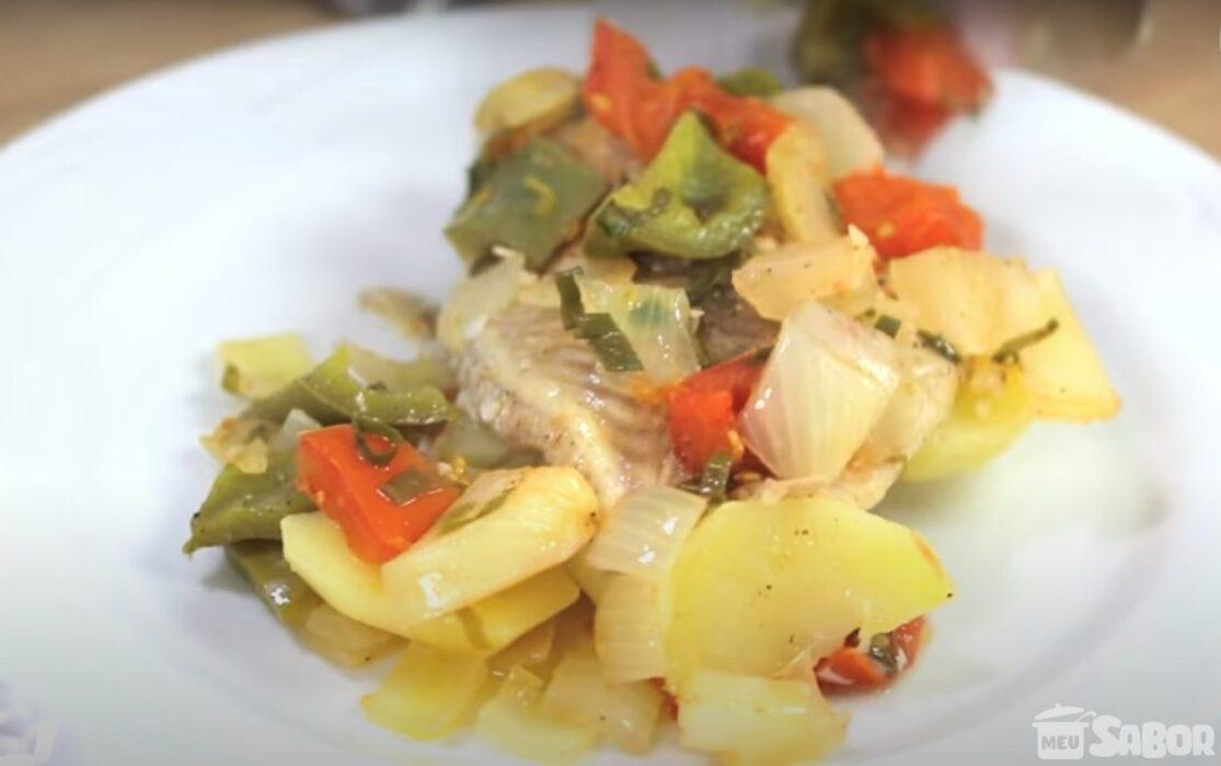 Faça hoje mesmo essa deliciosa receita, Filé de tilápia assado com batatas
