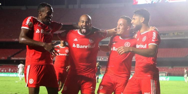 Inter volta a liderança com grande estilo após massacrar o São Paulo por 5 a 1