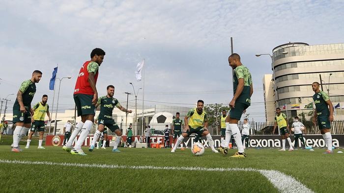 Palmeiras realiza treino tático antes do confronto com o Vasco
