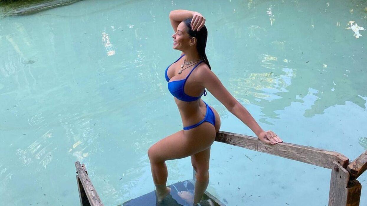 Ivy Moraes sensualiza com biquíni PP na web: