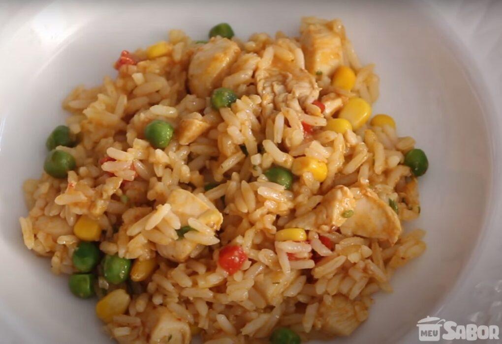 Aprenda a fazer um deliciosa Galinhada com arroz já cozido, receita rápida, prática, e deliciosa