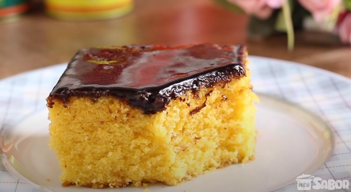 Aprenda a fazer um magnifico Bolo de Cenoura com Cobertura de Chocolate!! sinto até o cheirinho do cafezinho no bule