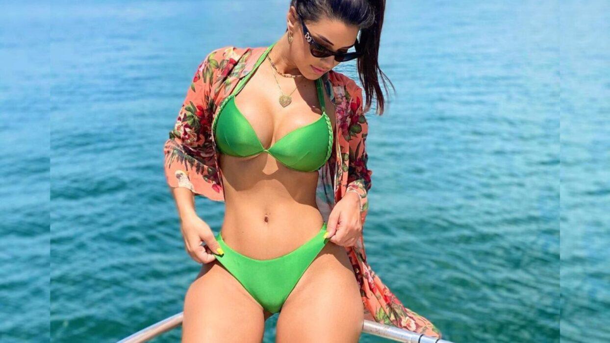 Ivy Moraes exibe corpão escultural durante passeio de barco