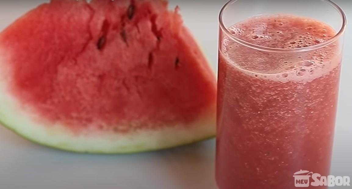 Calorão né? Que tal fazer um delicioso suco de melancia super refrescante e de quebra detox?