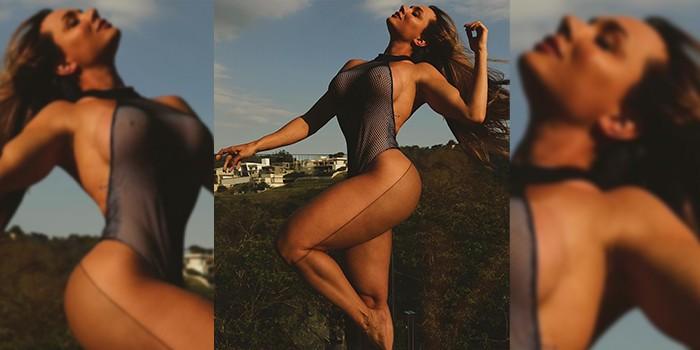 Juju Salimeni posa de look sexy e mostra