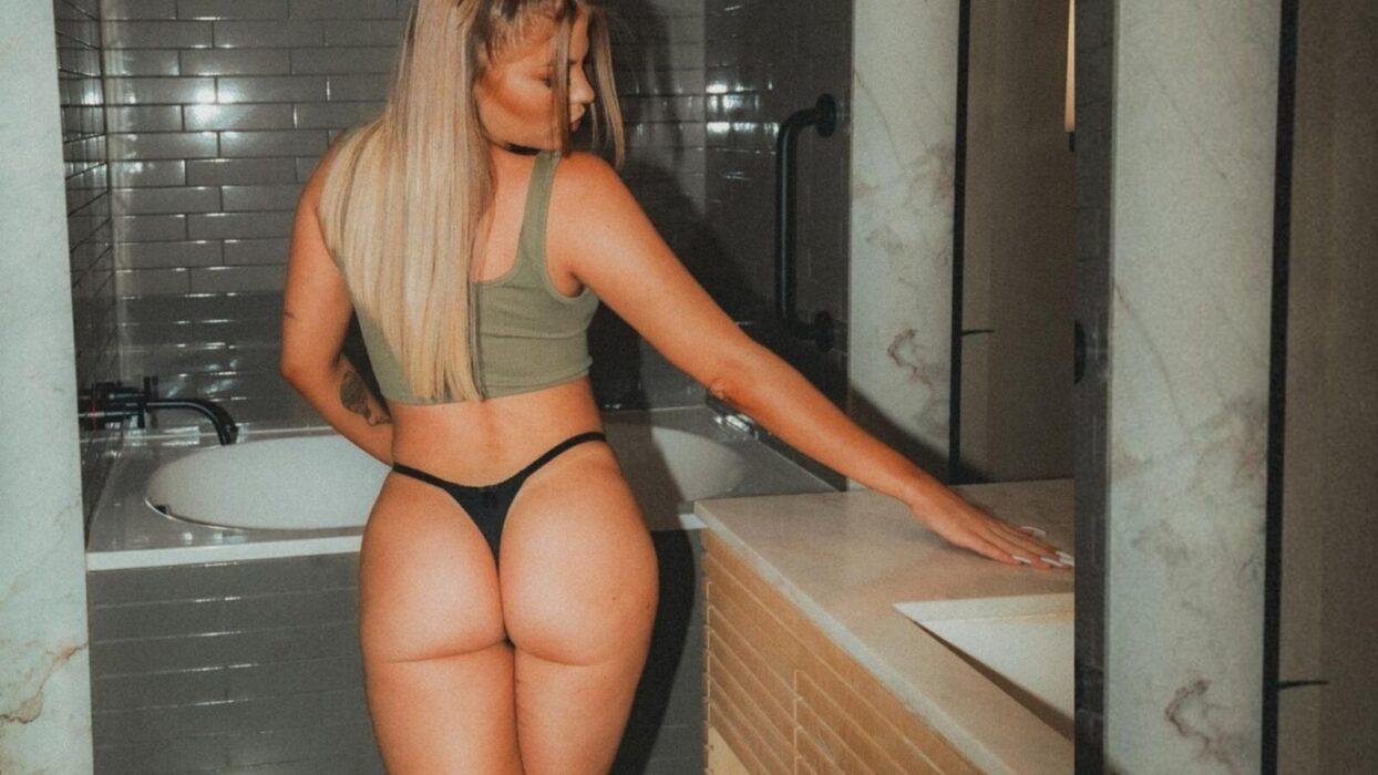 Luísa Sonza posa de costas e ostenta