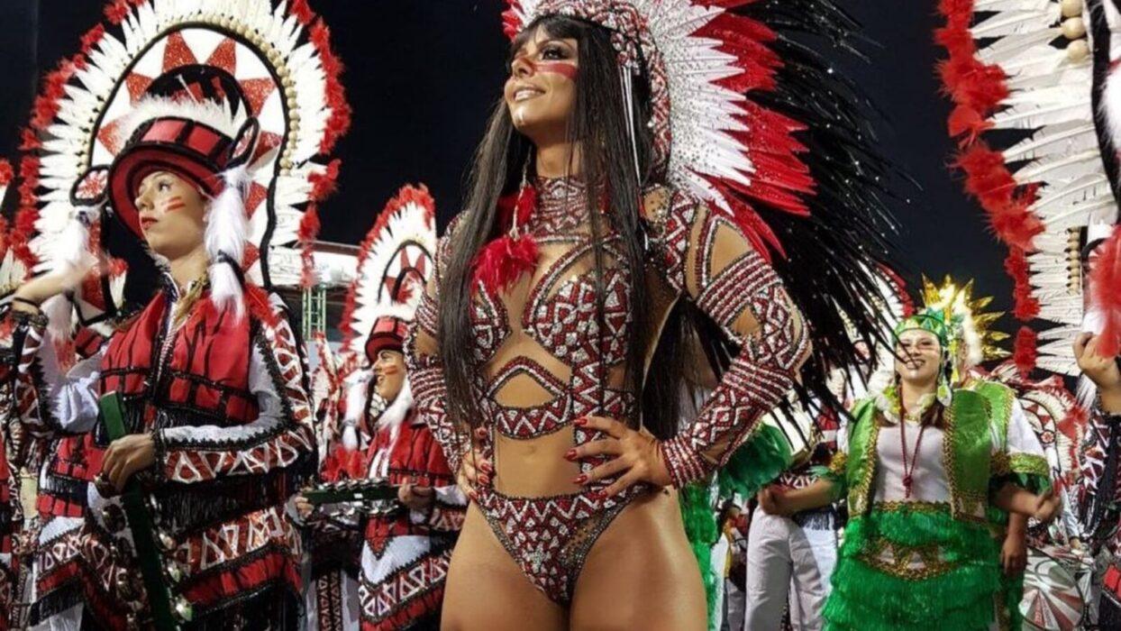 Viviane Araújo arranca suspiros dos fãs em TBT em