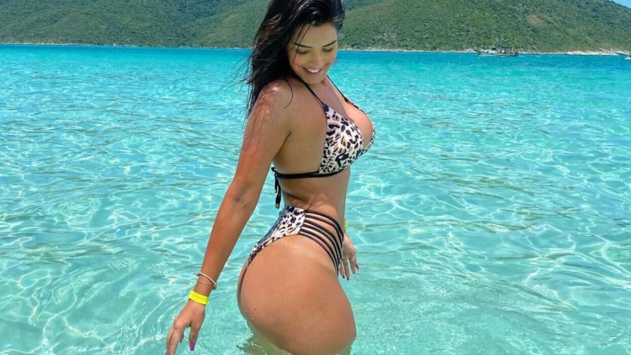 Ivy Moraes compartilha clique apaixonante na praia: