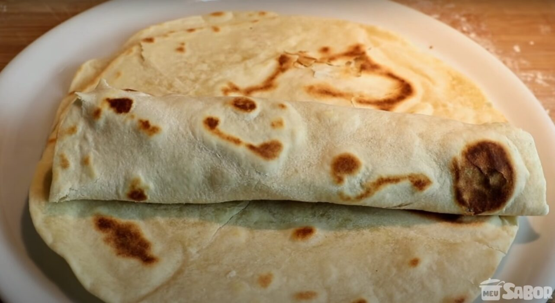 Hoje você vai aprender a fazer uma massa super fácil, que usa 3 ingredientes, e que é uma delícia! Massa para Tacos!