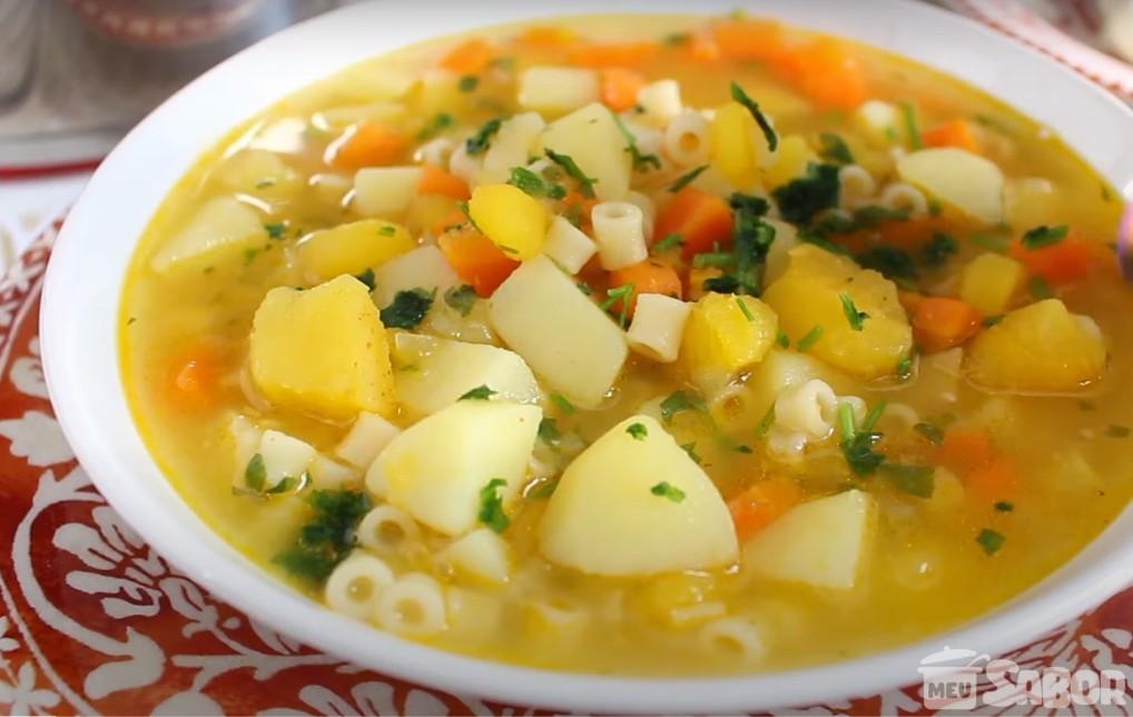 Friozinho bateu na porta e a vontade de comer uma sopinha de Legumes veio junto? Faça essa deliciosa sopa!
