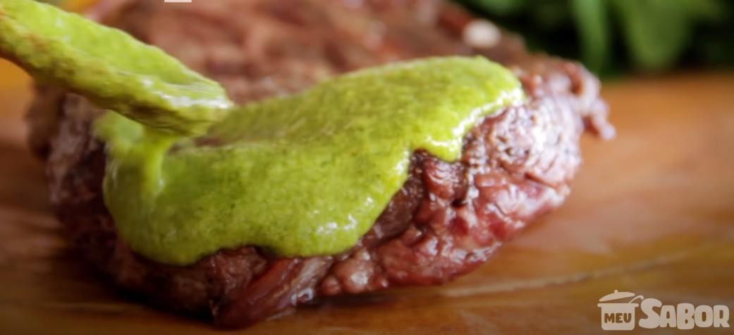 Deixe o seu churrasco muito mais saboroso com esse molho verde delicioso!
