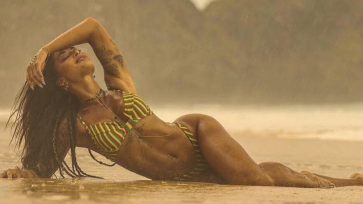 Aline Riscado aposta em biquíni sexy para curtir cachoeira:
