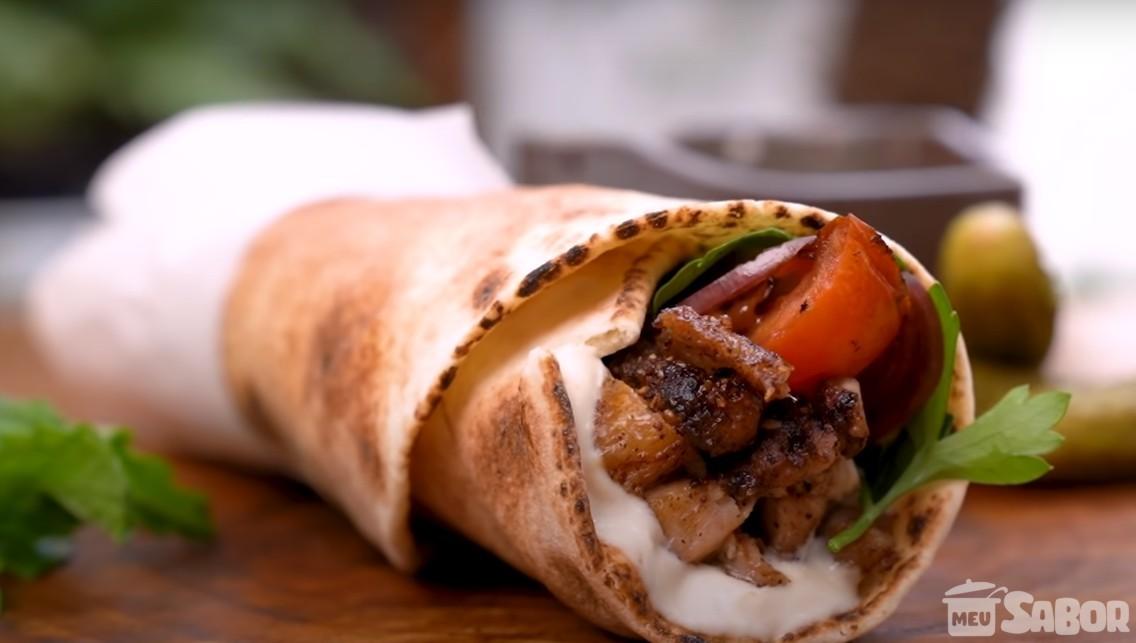 Aprenda a fazer um delicioso shawarma de carneiro ou filé mignon! Uma maravilha essa receita!