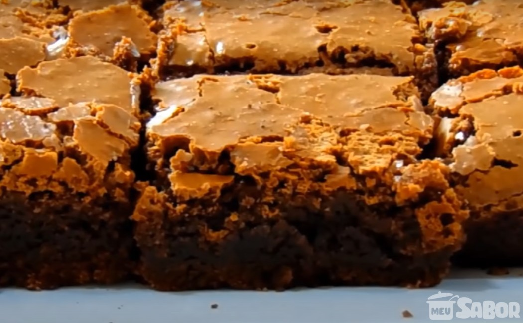 Brownie de chocolate muito gostoso e super fácil de fazer!