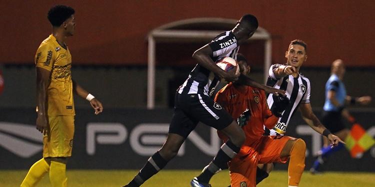 Botafogo empata com Madureira no Giulite Coutinho