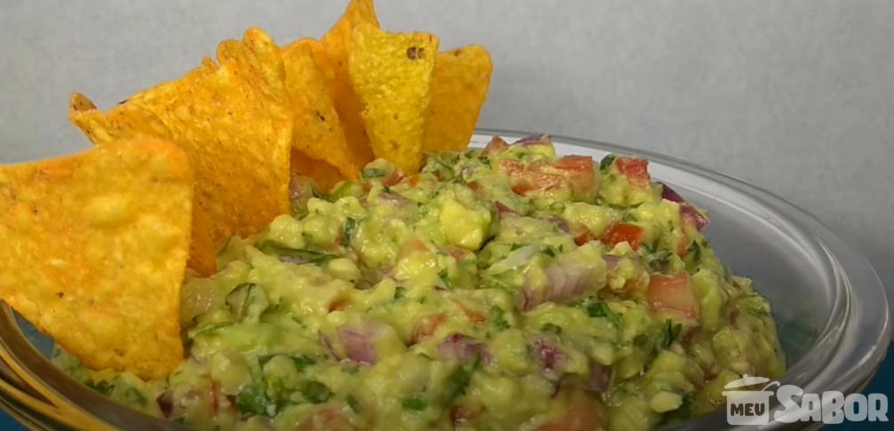 Aprenda a fazer um acompanhamento de abacate! Guacamole - comida Mexicana!