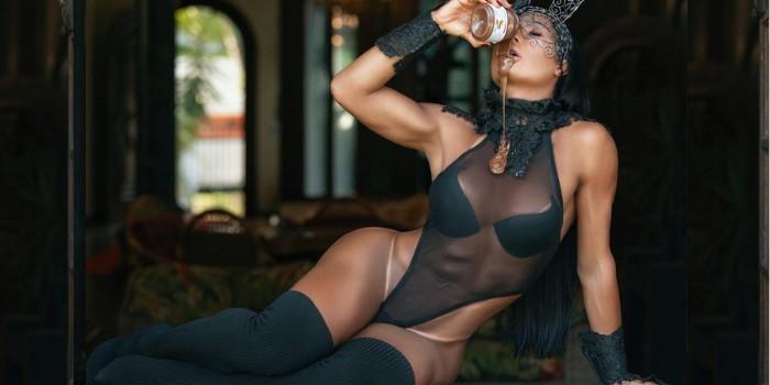 "Gracyanne Barbosa esbanja sex appeal aguçado em ensaio de Páscoa: ""Loucuras e gostosuras"