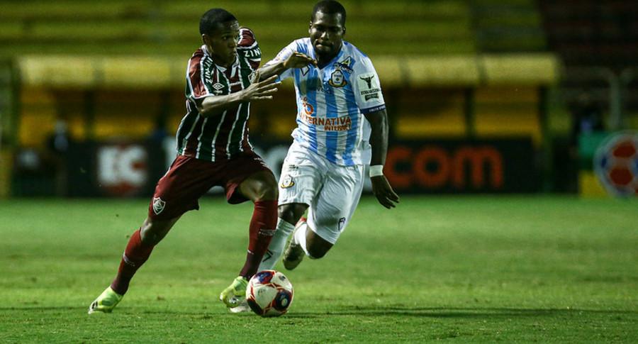 Fluminense vence o Macaé e volta à zona de classificação