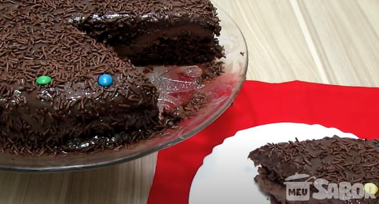 Aprenda a fazer esse maravilhoso bolo de chocolate gostosinho e bem cremoso!