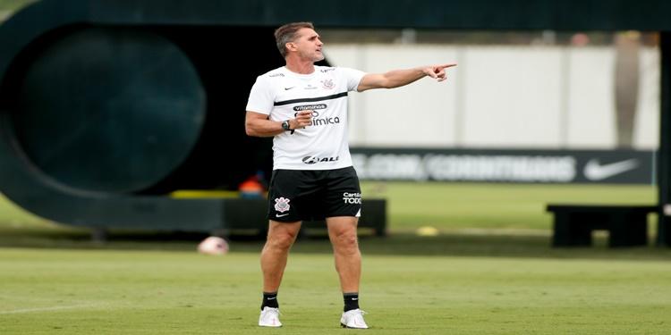 Direto do CT Corinthians segue preparação tática