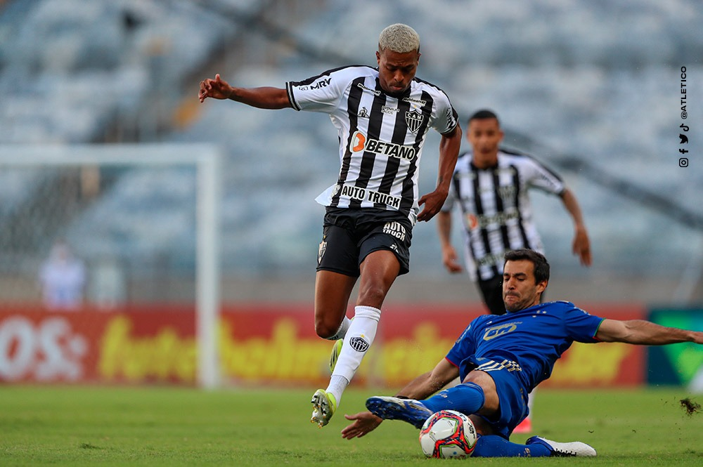 Atlético MG  perde do Cruzeiro no Campeonato Mineiro, mas continua líder
