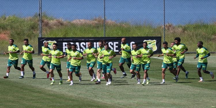 Com Luiz Adriano em campo, Palmeiras treina visando a Recopa