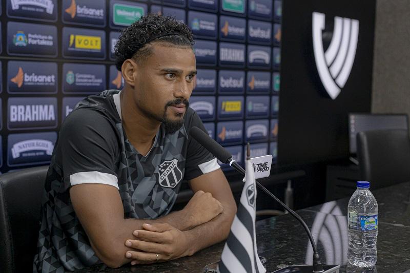 """Gabriel Dias: """"Eu fui muito bem recebido por todos do clube e isso ajuda na adaptação"""""""