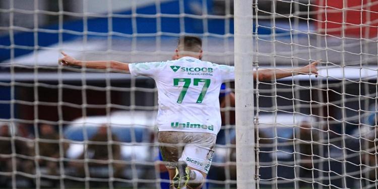 Chapecoense empata no Campeonato Catarinense e assegura liderança
