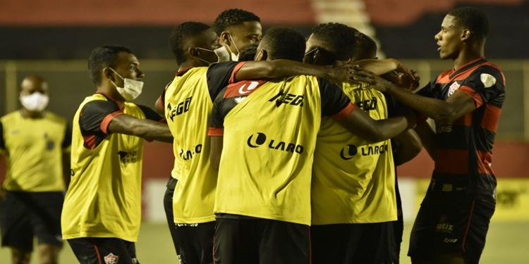 Leão vence o Vitória da Conquista e cola no G4 do Campeonato Baiano