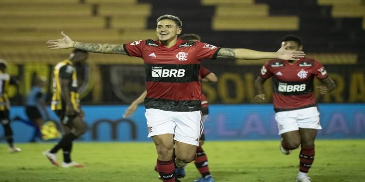 Flamengo aplica 3 a 0 no Volta Redonda e abre boa vantagem nas semifinais do Carioca
