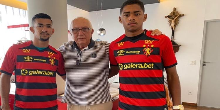 Gustavo e Victor Gabriel assinam extensão contratual com o Sport