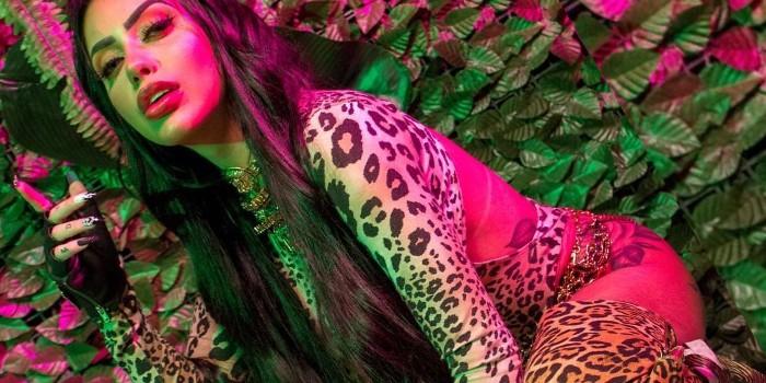 De lingerie transparente, Mirella dá show de sensualidade e deixa fãs enlouquecidos