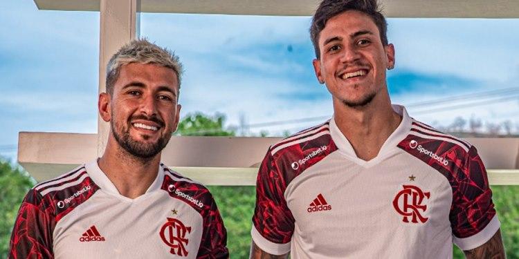 Flamengo segue homenagens ao time de 1981 com lançamento de camisa