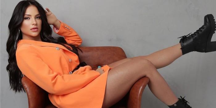Gabi Martins abusa na escolha do look e acaba mostrando demais: