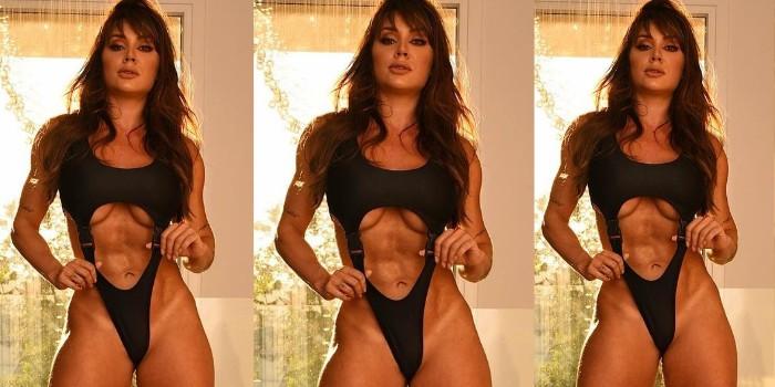 Juju Salimeni surge com maiô sexy e dá show de corpão sarado: