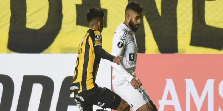 Santos tem bom começo de jogo, mas perde para o The Strongest