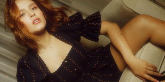Larissa Manoela compartilha treino caseiro e ostenta curvas pra lá de sensuais