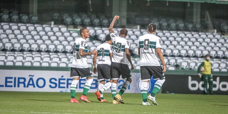 Coritiba vence o Avaí na estreia do Brasileiro