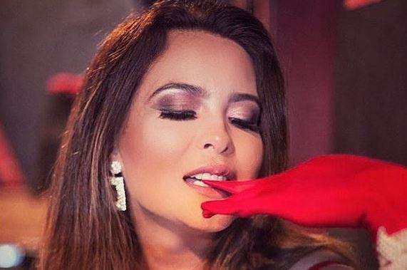 Geisy Arruda abusa da transparência e provoca fãs:
