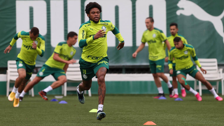 Palmeiras faz treino tático e ensaia movimentações para duelo com o CRB no Allianz Parque