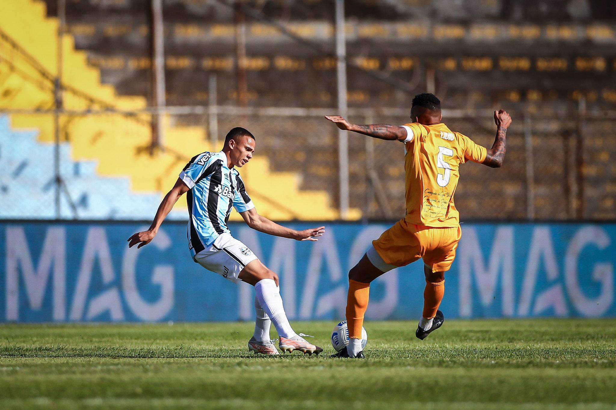 Grêmio empata com o Brasiliense e classifica à próxima fase da Copa do Brasil .